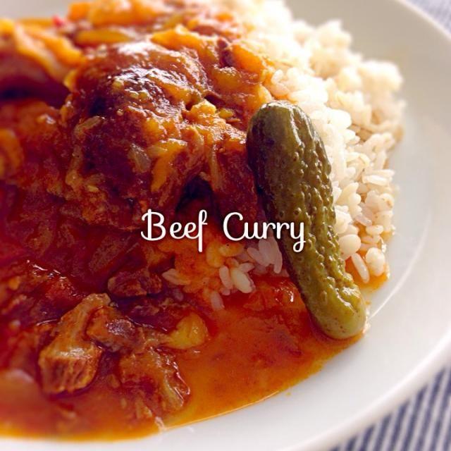 久しぶりの投稿です(﹡ˆᴗˆ﹡)  娘が宿泊学習でいないので、1人寂しい食事をしています 昨日の夜に作って一晩寝かせたカレーをお昼と夕食に  最近ずっと体調がよくなくて疲れていたけど、昨夜からほとんどなにもせずに過ごしたら、かなり体が楽になりました 夏バテしていたのかな〜 - 205件のもぐもぐ - ビーフカレー  Beef Curry by budgerigar