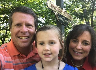 Duggar Family Blog: Updates Pictures Jim Bob Michelle Duggar Jill and Jessa Counting On 19 Kids TLC: Duggars at Silver Dollar City