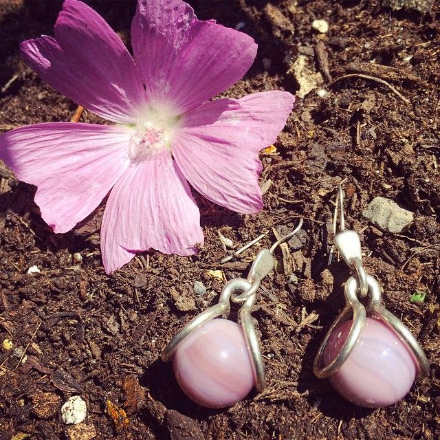 It's all flowers and pretty purples for Day 23 of 30 Days of Marbles! Don't forget to send us your photos for the last 7 days! #iloveorangefish #30daysofmarbles #purple #flower #earrings #nature #bling #toronto #yyz #canada @gotallyourmarbles