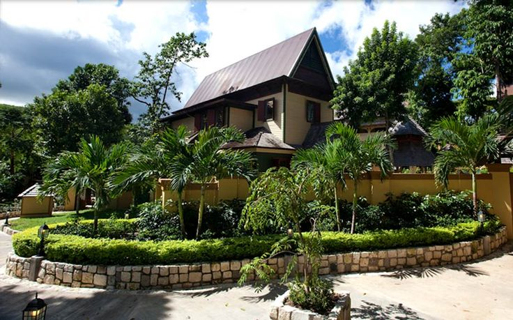 PARADISE HCC - 87030 - 1 BED COTTAGE   5* RESTAURANT   PRIVATE POOL   GARDEN - OCHO RIOS: If your idea of holiday heaven is staying in the luxurious surroundings that Marilyn Monroe and Elizabeth Taylor became accustomed to, then look no further. This one