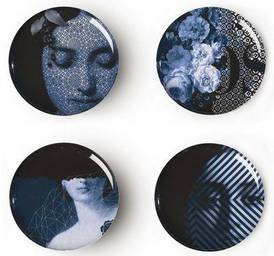 Scopri Piatto Osorio Yuan -/ Set da 4, Grafiche grigio-blu/ Esterno bianco di Ibride, Made In Design Italia