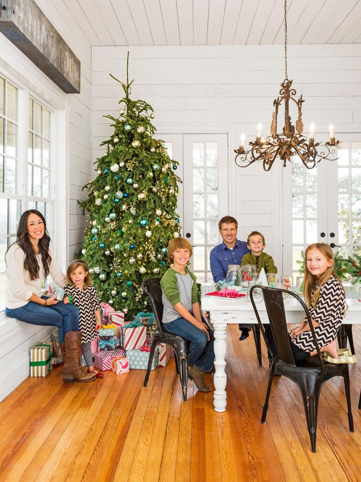 fixer upper hosts chip and joanna gaines holiday house tour joanna gaines. Black Bedroom Furniture Sets. Home Design Ideas