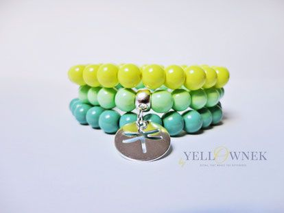 LIME SQUEEZE Fashion handmade glass bead bracelets with a little charm.  Bead size: 8mm You can order a single bracelet.