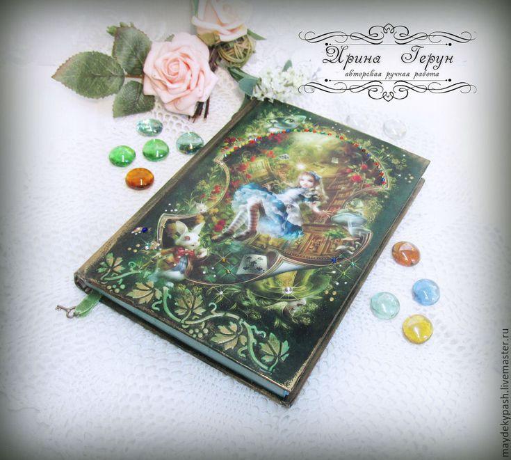 """Купить Ежедневник """"Алиса в стране чудес"""" - зеленый, ежедневник, ежедневник в подарок, ежедневник декупаж"""