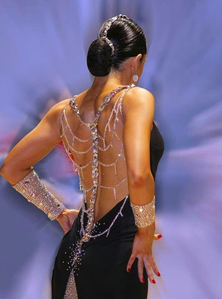 разделе фото танцовщиц латиноамериканских танцев анализирует походку