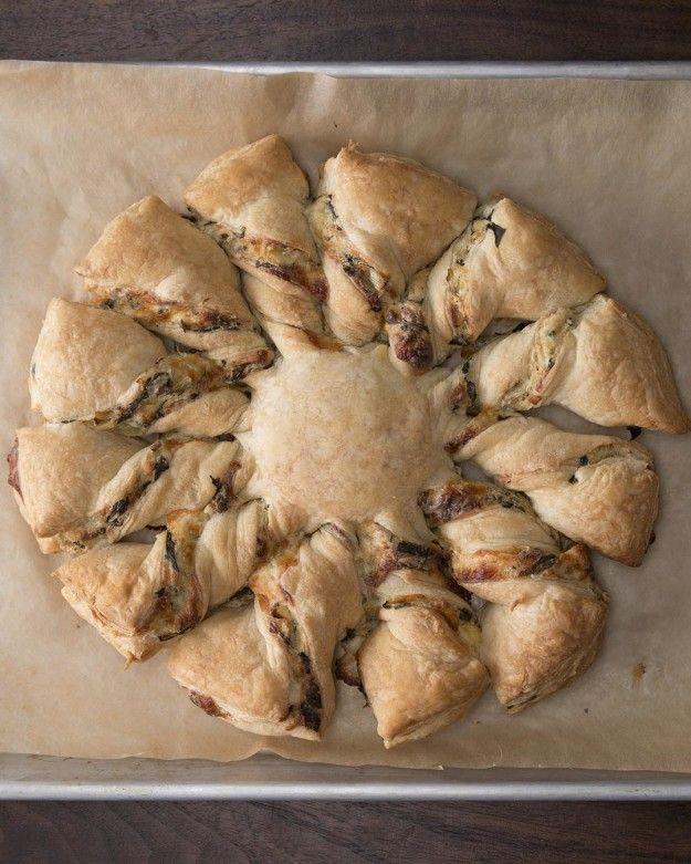 Spinach Artichoke Pull-Apart Bread