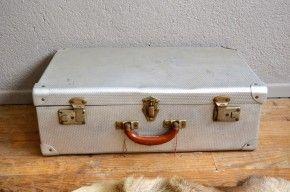 Valise vintage métalique aluminium rétro années 50 bohème wabi sabi décoration brocante french voyage beige décor théatre magasin vitrine