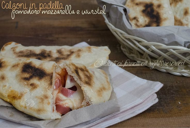 Calzoni in padella pomodoro, mozzarella e wurstel