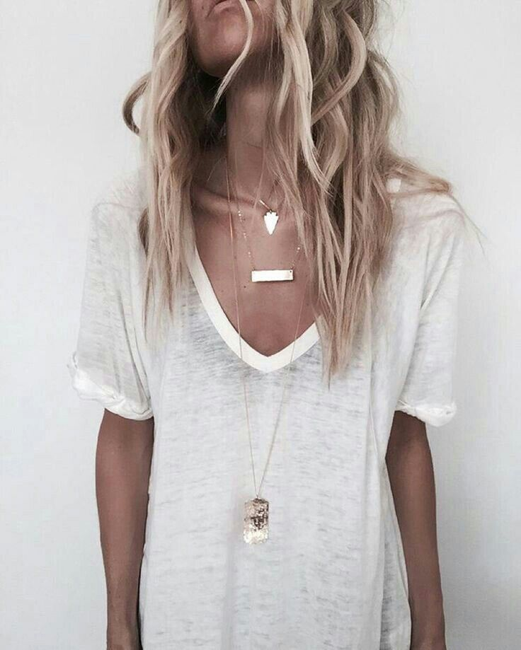 Love the whole look:the hair, necklaces, and shirt!
