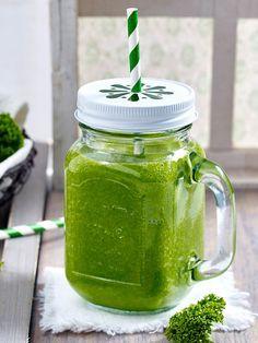 Powerdrink aus Obst und Blattgemüse: So machst du einen gesunden Grünkohl-Smoothie selber!