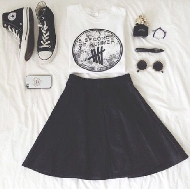 skater skirt and converse. I have this little obsession with skater skirts....