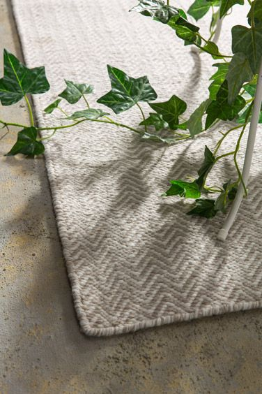 ODR - Now you can decorate your outdoor area with a hand-woven rug which is both stylish and highly functional. This simple design will introduce some extra flair into your entertaining area.