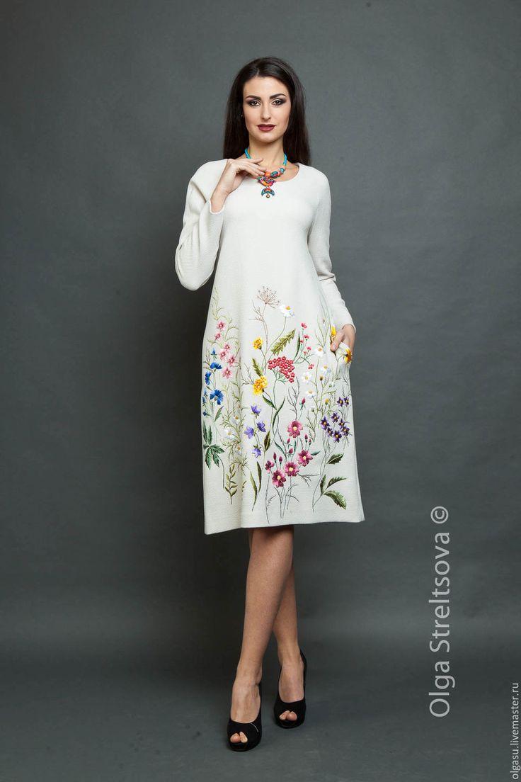 """Платья ручной работы. Ярмарка Мастеров - ручная работа. Купить Вышитое платье """"Цветочная поляна"""" вышивка гладью. Handmade."""