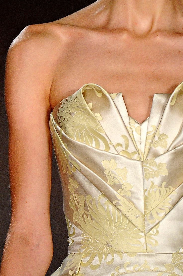 Gorgeous in yellow and cream satin, Zac Posen Fall/Winter 2012 Ready-To-Wear                                                                                                                                                      Plus