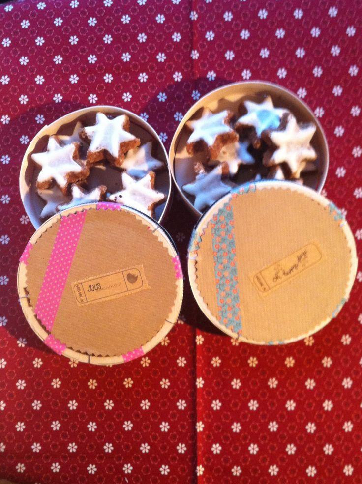 Des étoiles à manger mises dans des boite à fromage masking tapées !