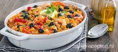 Op de paella geïnspireerde ovenschotel met rijst, garnalen, gegrilde paprika en…