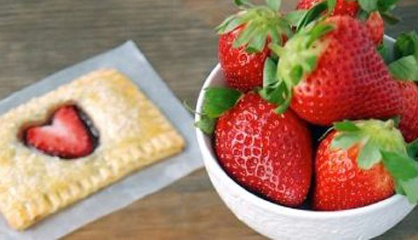 Postre de hojaldre relleno de chocolate con fresa: Desserts, Relleno De Chocolates, Cakes, Postres 3, Strawberries, Recipes, Chocolates Con, Chocolate Con, Dessert