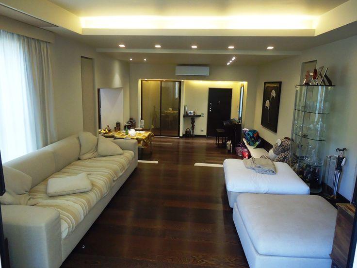 Продается в Италии современная квартира в центре Сан Ремо, всего в 100 метрах от моря. Рядом с домом вся необходимая для комфортной жизни инфраструктура. Квартира только после капитального ремонта, площадью 170 м2, расположена на первом этаже красивой резиденции. В квартире  3 спальные и 2 ванные комнаты, гостиная, отдельная кухня и большая терраса.  Автономная система отопления. Цена: € 510 000 #недвижимостьвиталии, #виллавиталии, #квартиравиталии, #домнаморе