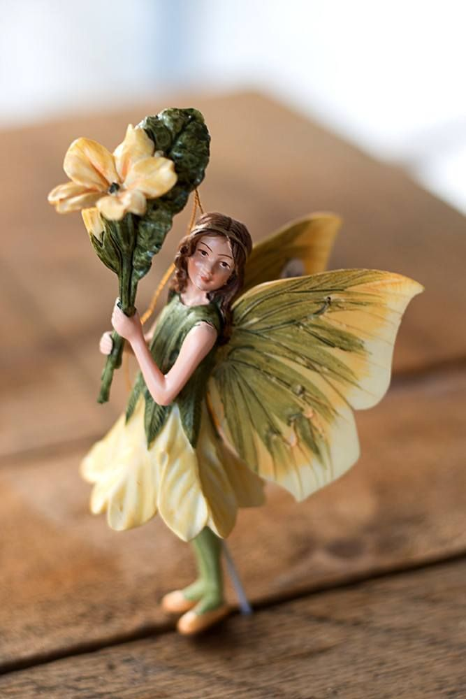 A beautifully detailed reproduction of a Cicely Mary Barker flower fairy that captures all the magic of her drawings. The 4-inch figure is cast from hand-painted polystone and comes with a gold cord f