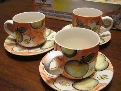 JUEGO DE TAZAS DE PORCELANA. Precioso juego de 12 piezas, para 6 personas. Tazas de 340 cc para café o té. Hermoso, moderno y cálido diseño. Pintadas a mano. Excelente calidad. ARTÍCULO NUEVO, en caja original. OFERTA LIMITADA: Bs. 5.999.