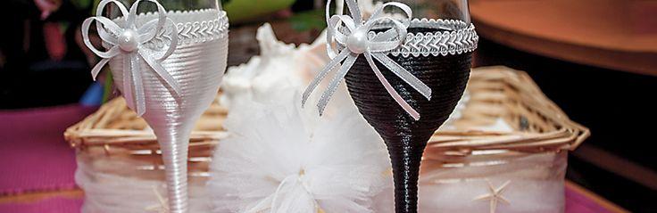 Elegant wedding glasses on www.rochiidemireasacustil.ro