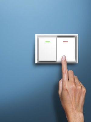 Nettoyer les interrupteurs électriques et raviver leur blanc : Des astuces de grand-mère pour nettoyer la chambre à coucher - Linternaute