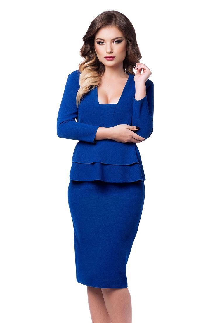 Rochie Adelle Albastra - O rochie eleganta care iti reflecta stilul sassy, Adelle este un accesoriu vestimentar indispensabil garderobei tale de toamna-iarna. Finisajele minimaliste care definesc liniile croiului confera rochiei albastre office o alura usor formala si eleganta. Confectionata din jerse cusut cu fir irizant, rochia midi albastra este dotata cu doua volanase frontale, care ii asigura un plus de feminitate, pe de o parte, si posibilitatea de a flata orice tip de silueta, pe de…