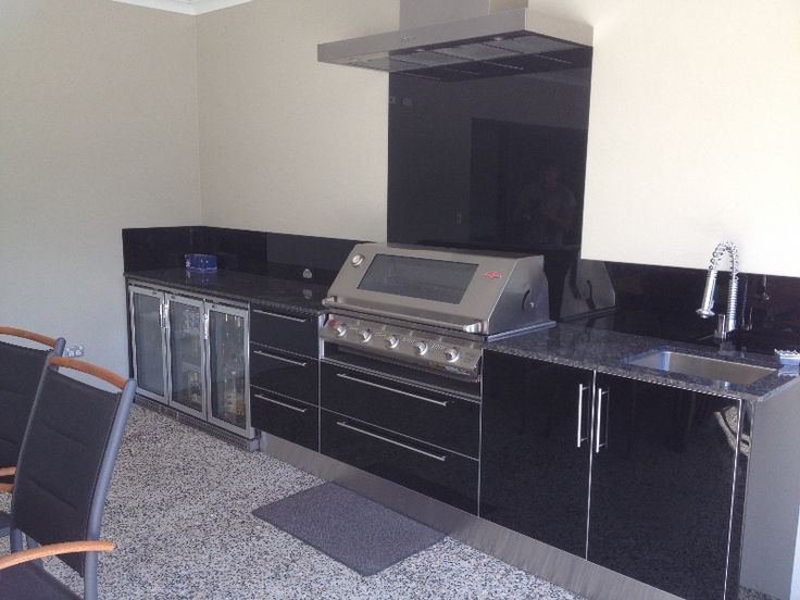 Alfresco kitchen with aluminium framed Eleganz perspex doors, steel grey granite and Beefeater appliances