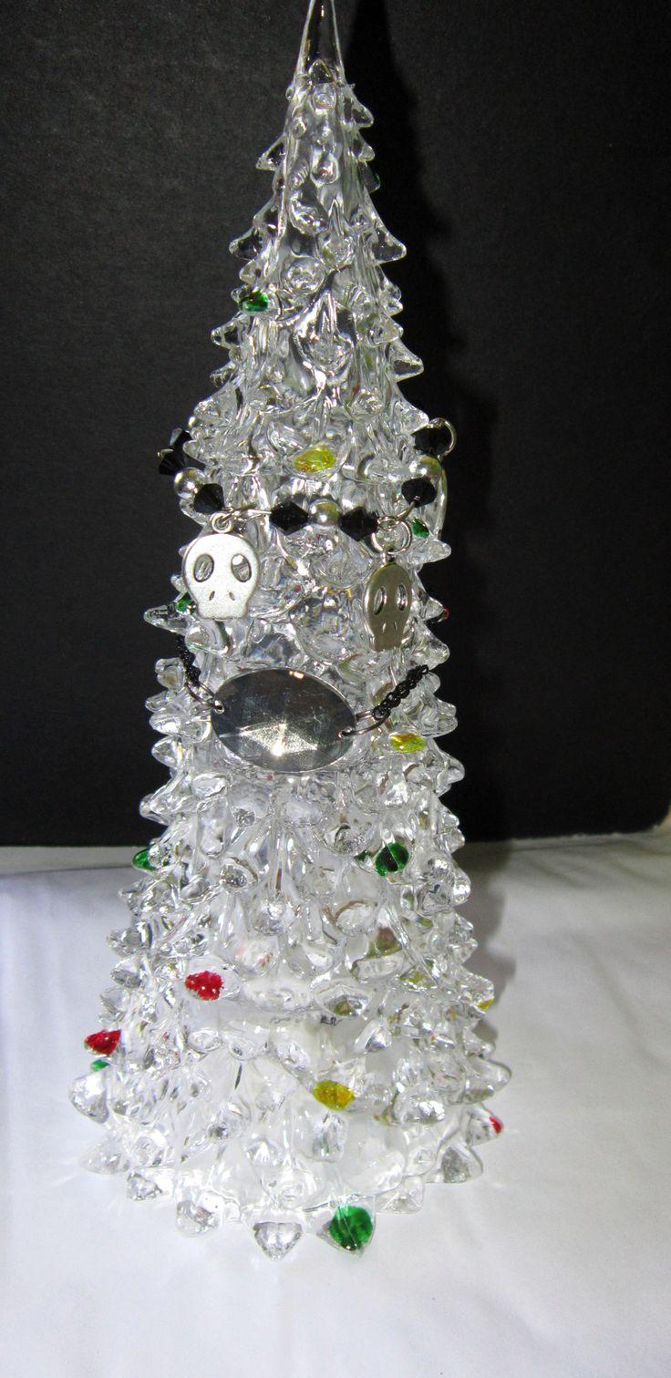 Bracelets make great mini-xmas tree decorations :P