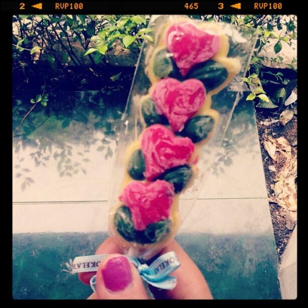 Morning ♥ #white #chocolate #pink #roses #dapurcoklat - @reginapitupulu- #webstagram