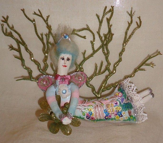 """""""Королева фей""""  Размер: 15 см Туловище – грунтованный текстиль, наполнитель – синтепон. Одежда – роспись акриловими красками, тесьма. Волосы – кардочёс"""