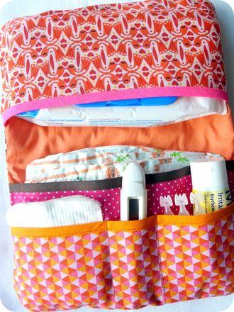A glisser dans votre sac à main, ou bien dans votre sac à langer nomade. Super pratique, super compact.  Ceci est une une pochette qui permet de regrouper couches (2-3), paquet - 19283810