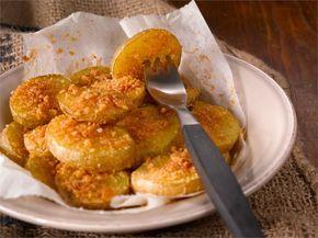 Hasselbackan perunat muuntuvat uuteen muotoon tässä reseptissä. Perunat kypsennetään viipaleina, jolloin ne kypsyvät nopeammin.