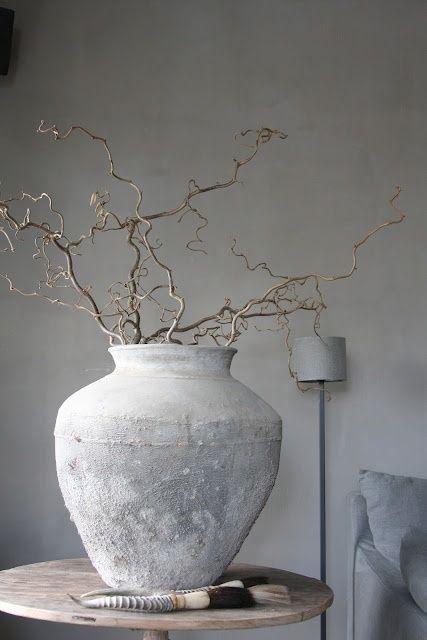 ♂ Grey neutral vase
