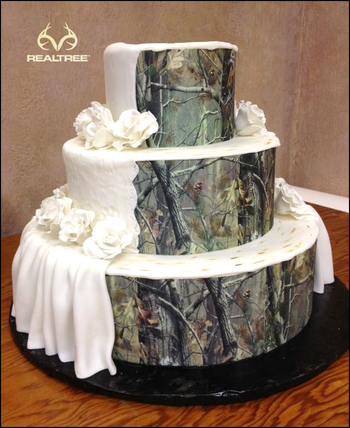 Realtree Camo Wedding Cake = Elegant + Classy.  #Realtreecamo #camoweddingcake