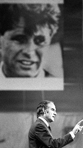 George McGovern speaking at 1972 Democratic National Convention beneath the image of Robert F. Kennedy