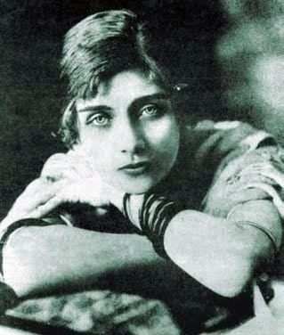 María Teresa de las Mercedes Wilms Montt, Escritora chilena de principios del siglo XX. nació en Viña del Mar, Chile ; el año 1893 se suicida en París en 1921. Feminista y anarquista.