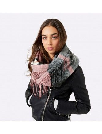A gorgeous snood adds texture, pattern and colour to this winter look. So easy and stylish. Photo credit- forevernew.com.au