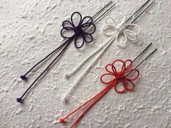 こちらも飾り結びの一種、菊結びで作るヘアピンです。紐だけで作られているのに、繊細で華やかさもある和風アクセサリーですね。これからの季節、浴衣にも合わせて使えそうです。