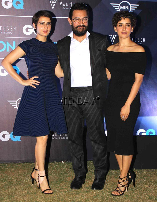 Aamir Khan with 'Dangal' actresses Fatima Sana Shaikh and Sanya Malhotra at Van Heusen & GQ Fashion Nights 2016 in Mumbai. #Bollywood #Fashion #Style #Beauty #Hot #Sexy