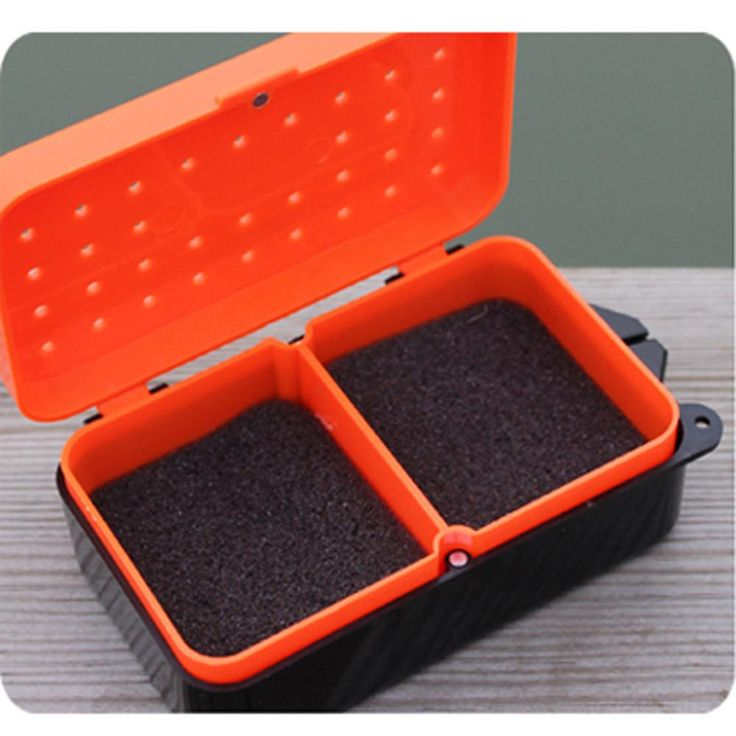 2 Compartments Fishing Box 10 * 6 * 3.2cm Plastic Earthworm Worm Bait Lure Fly Carp Fishing Tackle Box Accessories