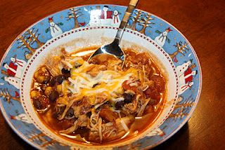 Crock pot chicken chilli  1 16-oz can black beans   1 16-oz can kidney beans   1 8-oz can tomato sauce   10 oz package frozen corn kernels  2 14.5 oz cans diced tomatoes w/chilies   1 packet taco seasoning  3 boneless skinless chicken breasts    chili peppers, chopped (optional)    Combine beans, corn, tomato sauce, tomatoes, and   taco seasoning in a slow cooker. Place chicken on top   and cover. Cook on low for 10hours