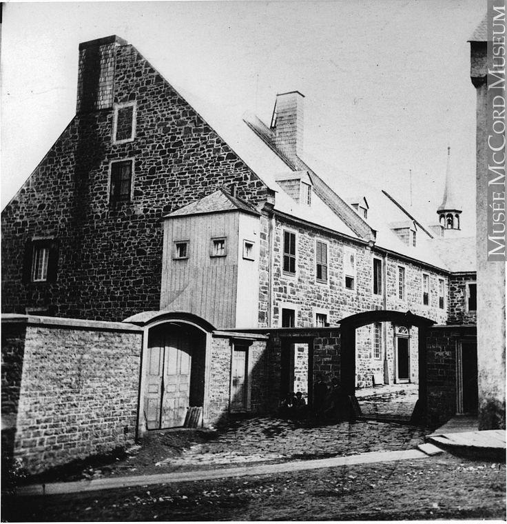 Hôtel Dieu de Québec (Couvent des Soeurs Augustines rue des Remparts) en 1865