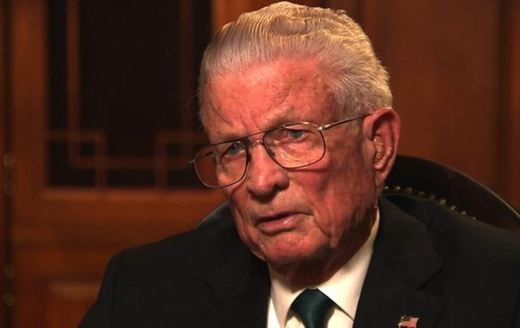 Charlie Liteky, an Army chaplain in Vietnam who won the Medal of Honor for rescuing more than 20 wounded men but later gave it back in protest and became a peace activist, has died.