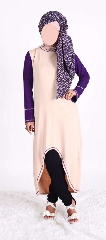 Blus 7/8  Vannara  271 - Blus muslimah 7/8 unfinishing asimetris berbahan viscos dengan perpaduan warna beige dan warna ungu pada bagian lengan. Blus ini nyaman digunakan untuk aktifitas sehari-hari.