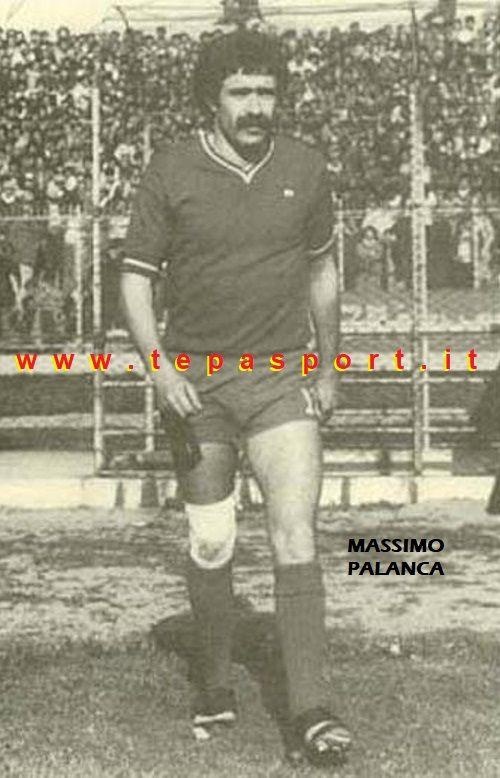 """Massimo Palanca, O'Rey (Catanzaro) Era soprannominato """"Piedino d'oro"""" ma anche """"Piedino di fata"""" per via del suo piede che misurava solo 37 ... ⚽️ C'ero anch'io ... http://www.casatepa.it/ 🇮🇹 Made in Italy dal 1952"""
