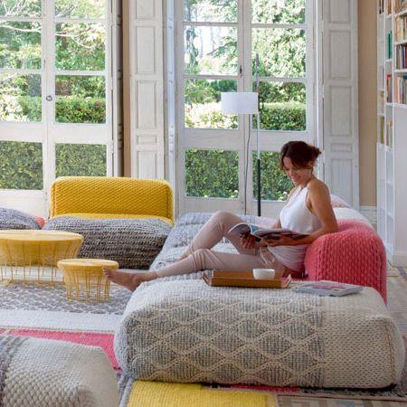 sitzkissen und poufs passend zum teppich plait auch als sitzelement mit r ckenlehne erh ltlich. Black Bedroom Furniture Sets. Home Design Ideas