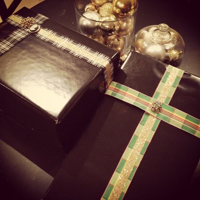 Glammy gift wrap. Plaid and glitter.