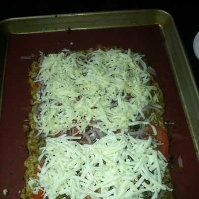 Cauliflower Crust Pizza: Fantastic vegetarian recipe with no wheat.