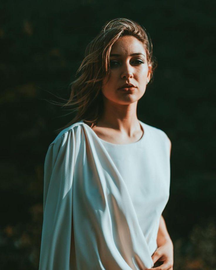 "203 Gostos, 6 Comentários - Ana Maria Silva (@iamanasilva) no Instagram: ""Rendida a esta foto, a este vestido, a este cabelo, a este lugar 😍 Estilista: @julianahelenaa34…"""